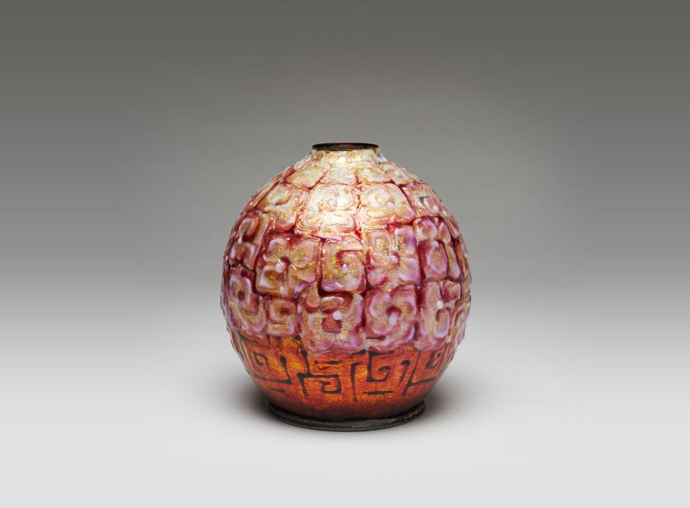 ralph gierhards orange weisse vase mit plastischem. Black Bedroom Furniture Sets. Home Design Ideas