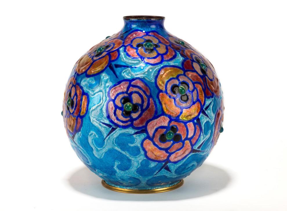 Vase boule sur talon à petit col droit en cuivre émaillé