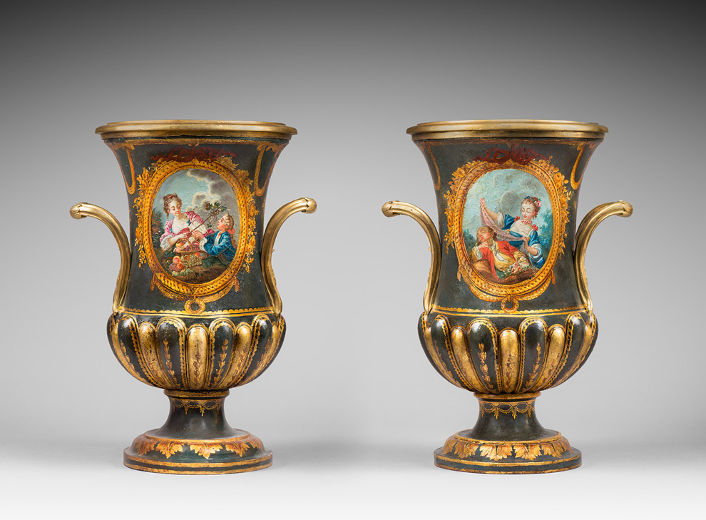 Une paire de vases Tôle
