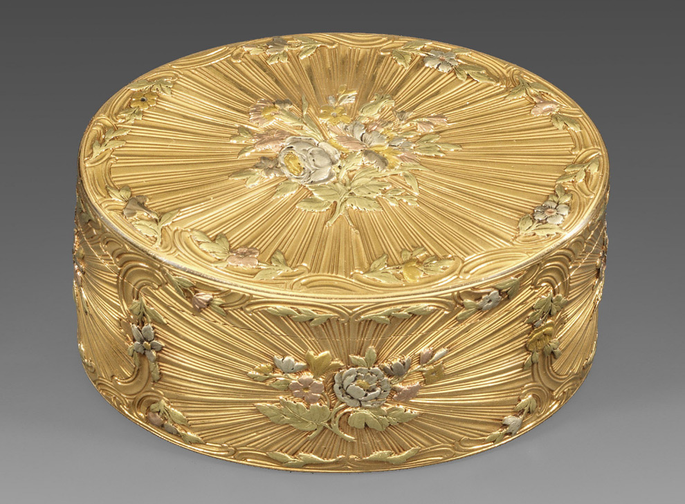 An exceptional four-colour gold snuff box