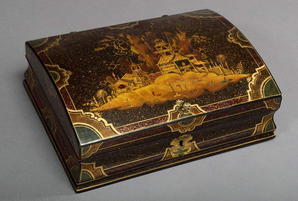 A fine black lacquer casket with Chinoiseries