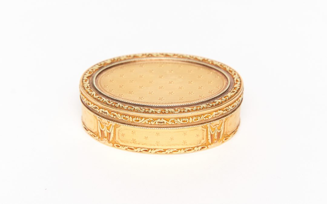Tabatière ovale d'or