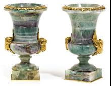 Paar kleine Vasen mit Bronzemontur